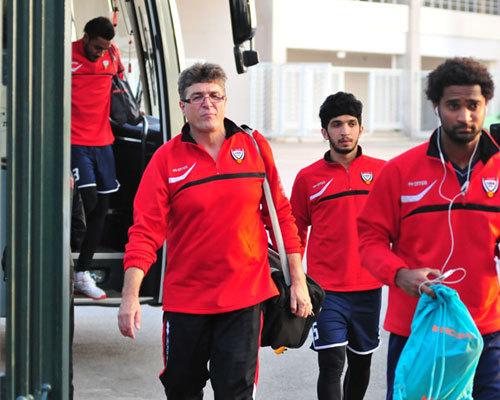 Các tuyển thủ UAE tới sân.