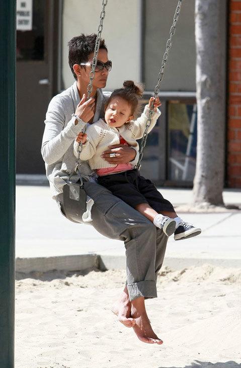 Halle Berry và cô con gái Nahla
