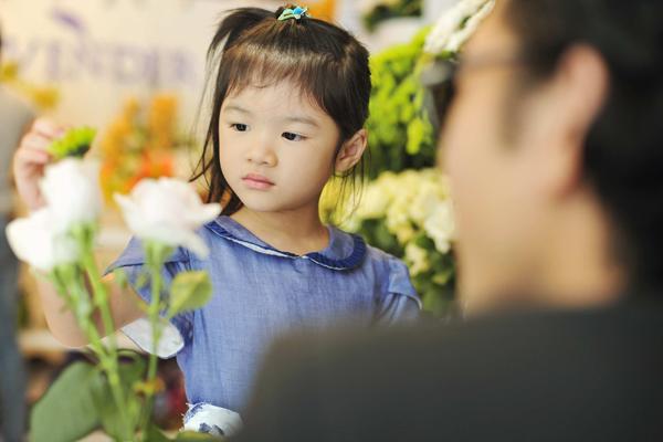 Đã hơn 4 tuổi, Bảo Tiên, con gái đầu lòng của vợ chồng diễn viên Trương Ngọc Ánh - Trần Bảo Sơn ngày càng xinh xắn và điệu đà.