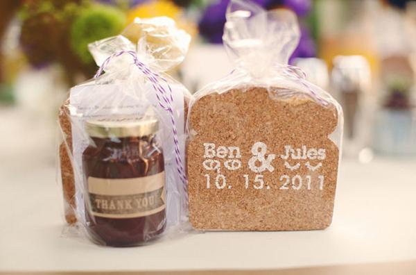 Bánh và mật ong cũng vẫn là lựa chọn với mọi đám cưới.