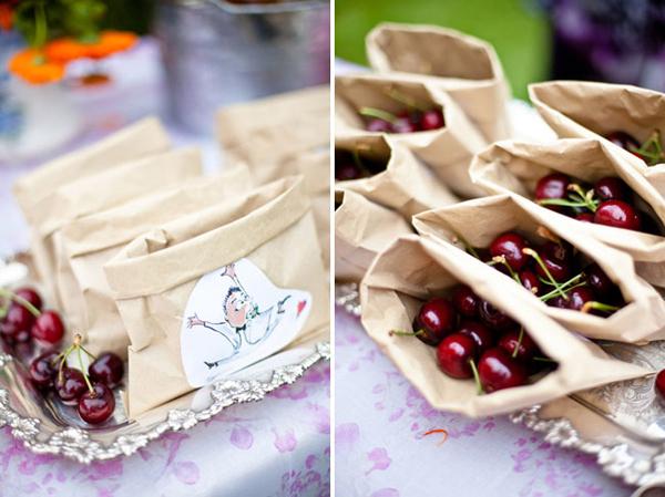 Một túi hoa quả nhỏ sẽ phù hợp với sở thích của đa số mọi người.