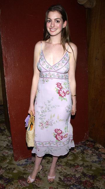 Trông cô như diện váy ngủ tới dự sự kiện.
