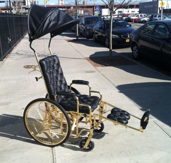 Chiếc xe lăn đặc biệt của Gaga.