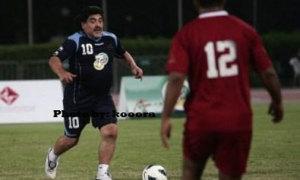Maradona khoe kỹ năng thiên tài dù nặng nề, ục ịch