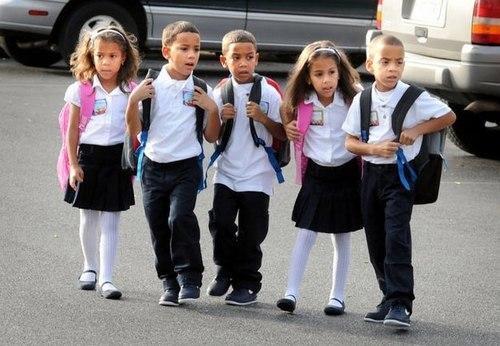 Ngày đầu đến nhà trẻ của cặp sinh 5 Miguel, Angel, Edward, Ashanti và Miranda, hiện sống tại thành phố Lancaster (Mỹ). Các bé sinh tháng 4/2007. Ảnh: Lancasteronline.