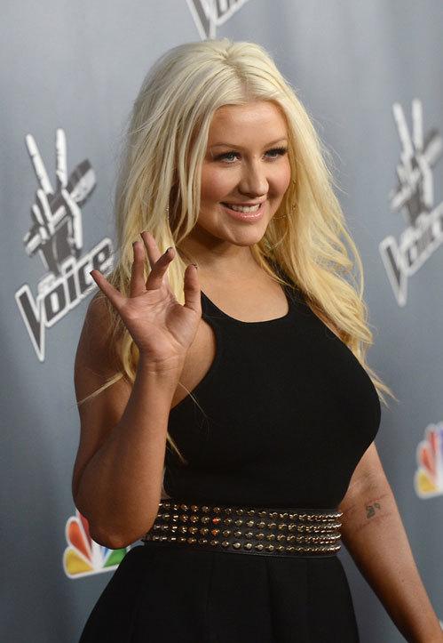 Christina rạng rỡ vẫy chào người hâm mộ.