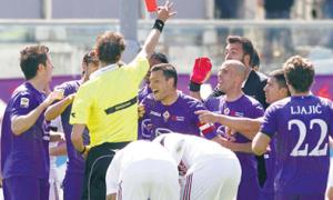 HLV Fiorentina cá cược với trọng tài