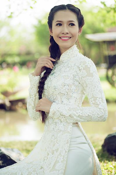 Không như hai Á hậu Hoàng Oanh và Linh Chi nhanh chóng tận dụng cơ hội để tiến vào giới showbiz, Thu Quyên trở về Cần Thơ để tiếp tục theo đuổi việc học tại khoa Kinh tế ngoại thương của Đại học Cần Thơ.