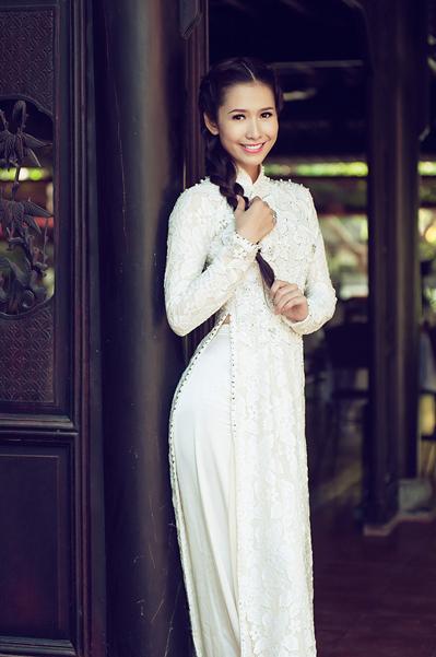Phan Thu Quyên sở hữu chiều cao 1m72, số đo 3 vòng 83-60-92 và gương mặt thanh tú và nụ cười rạng rỡ.