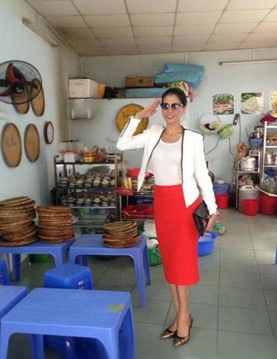 Trang Trần dành nhiều thời gian chăm sóc quán bún đậu.
