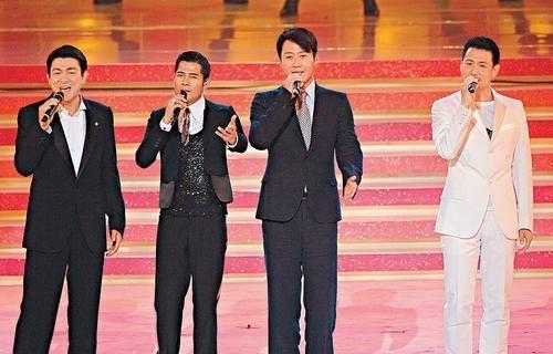 4 nghệ sĩ hội ngộ trên sân khấu nhạc.