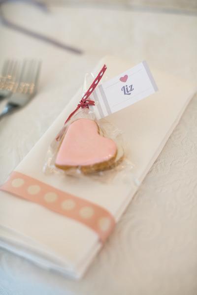6. Bánh hay kẹo là món quà cảm ơn phổ biến trong đám cưới. Cô dâu chú rể hoàn toàn có thể tự tay chọn bánh và đóng gói theo ý thích của mình.