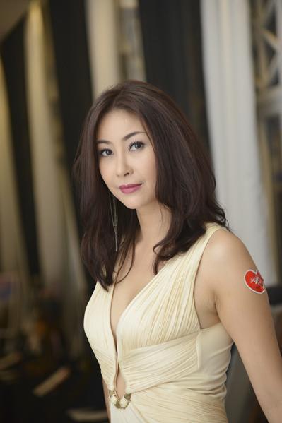 Ở tuổi trung niên, Hà Kiều Anh vẫn khiến người đối diện phải ngưỡng mộ nhan sắc trẻ trung,