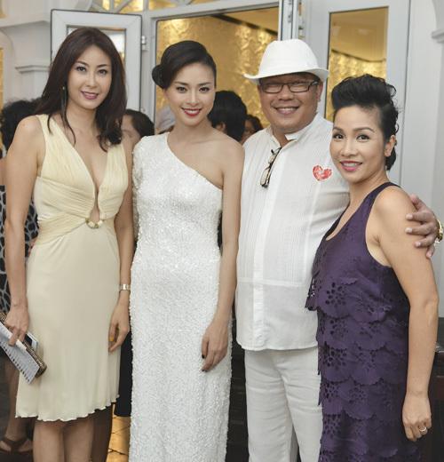 Hà Kiều Anh vui vẻ khi gặp gỡ Ngô Thanh Vân, chủ nhân tòa lâu đài và ca sĩ Mỹ Linh.
