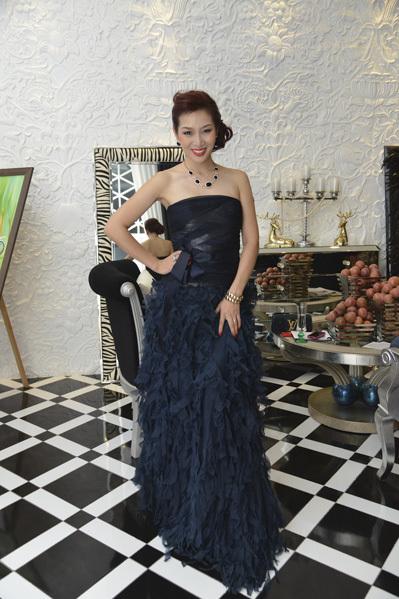 Á hậu Quý bà Thế giới Thu Hương cũng có mặt. Chị là người bạn rất thân thiết với Ngô Thanh Vân.