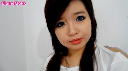 Phấn phủ giúp che bớt khuyết điểm đồng thời giữ lớp trang điểm bền màu hơn. Gương mặt sau trang điểm của Elaine khiến người xem choáng váng vì sự khác biệt