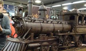 Tàu hỏa dài 34 mét làm hoàn toàn từ chocolate