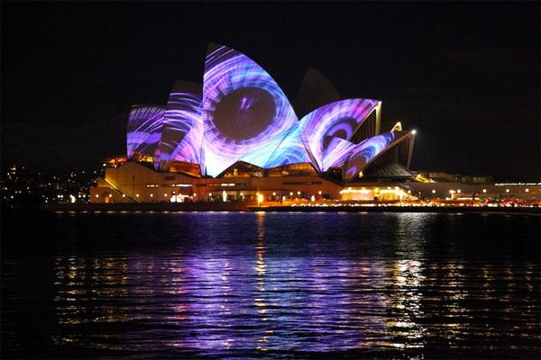 Một trong những điểm nhấn đáng chú ý nhất tại lễ hội Vivid năm nay là màn trình diễn ánh sáng tại nhà hát Opera Sydney.