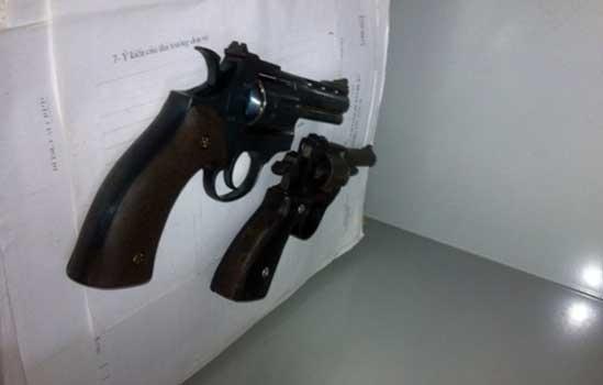 Mỗi khẩu súng An mang đi cướp, bên trong có vài viên đạn.