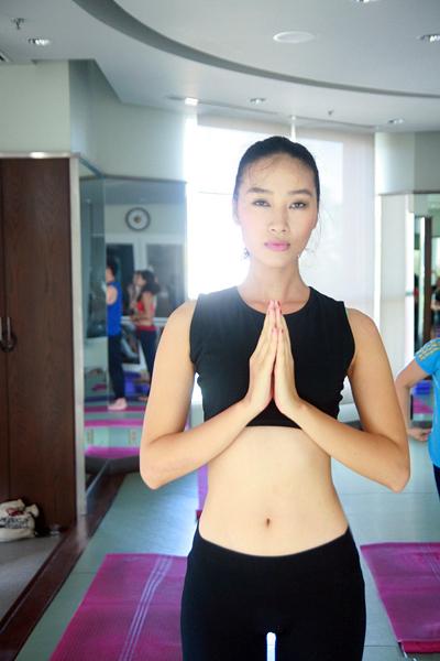 Không ồn ào nhờ scandal như nhiều chân dài khác, Huyền Trang chọn cho mình lối sống bình yên. Cô chăm chỉ luyện tập để giữ vóc dáng, đồng thời không ngừng học hỏi để ngày càng chuyên nghiệp hơn trên sàn diễn.