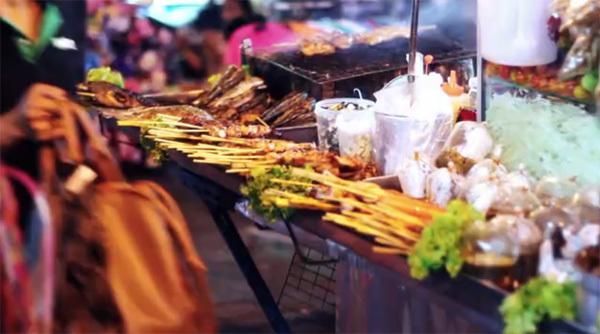 Khao San Road (xem clip) được biết đến là nơi tập trung đông khách du lịch bụi nhất thế giới và là điểm đến không thể bỏ qua khi tới Bangkok (Thái Lan).