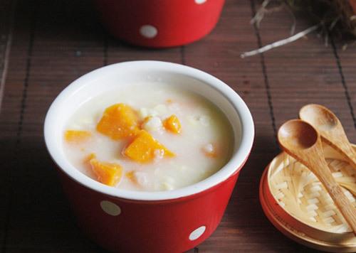 Chè thơm ngọt, khoai lang ăn bùi bùi và hạt ngô dẻo dẻo rất ngon, tốt cho đường tiêu hóa.
