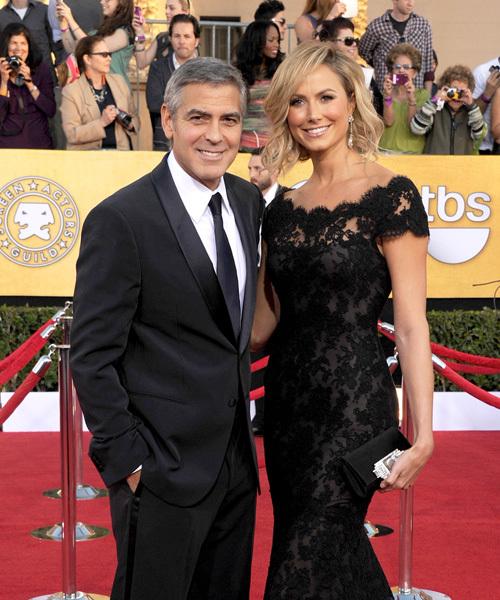 Những cô bạn gái lần lượt rời bỏ Clooney khiến dư luận dấy tin đồn tài tử là dân đồng tính.