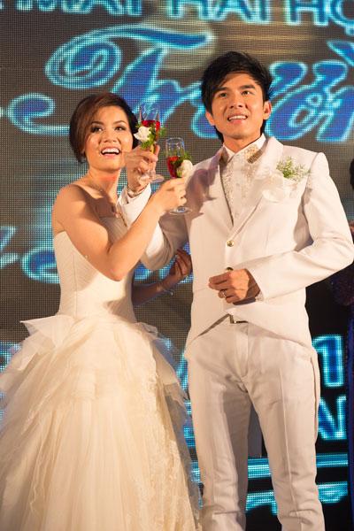 Chiếc váy cưới Kendall của Thủy Tiên là phiên bản đặc biệt lấy ý tưởng từ bộ sưu tập váy cưới Xuân 2013 do Vera Wang thiết kế.