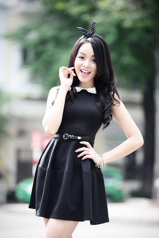 Huỳnh Như Ý sinh năm 1994, cao 1m75, nặng 54 kg, số đo ba vòng 86-64-91. Huỳnh Như Ý, năm nay 19 tuổi, từng đạt giải Đồng cuộc thi Teen Model 2009. Hiện nay Ý là thành viên của nhóm nhạc tuổi teen TVM.