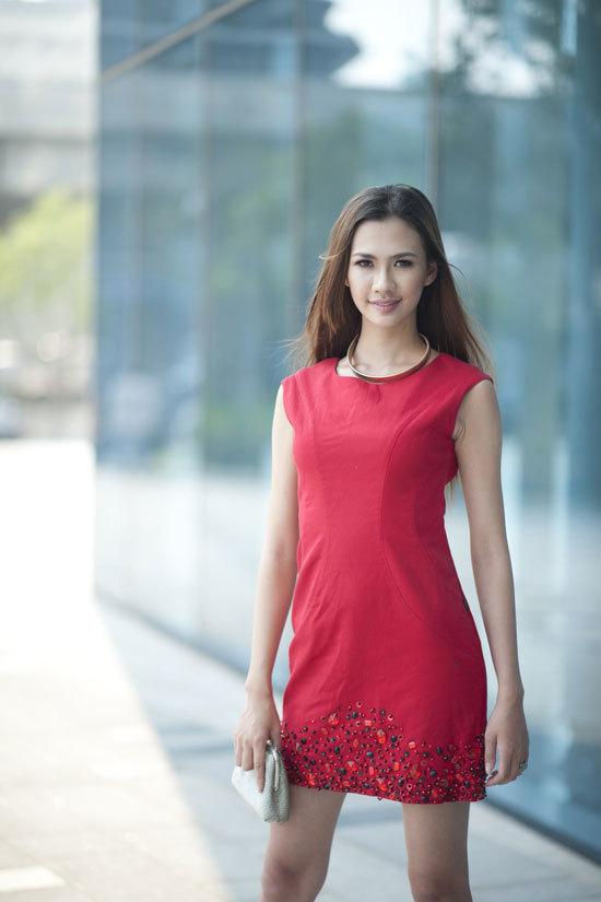 Đỗ Kiều Oanh sinh năm 1994, cao 1m70, nặng 47 kg, số đo ba vòng 82-58-90. Oanh rất yêu thời trang và chụp hình. Oanh đã đạt giải nhất X-Gen Model 2012. Hiện Oanh là người mẫu ảnh.