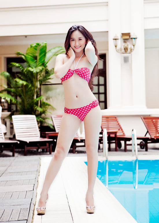 Phan Thị Thanh Nhàn sinh năm 1989, cao 1m65, nặng 48 kg, số đo ba vòng 83-59-89. Thanh Nhàn tự nhận là người thân thiện - cởi mở - ham học hỏi.
