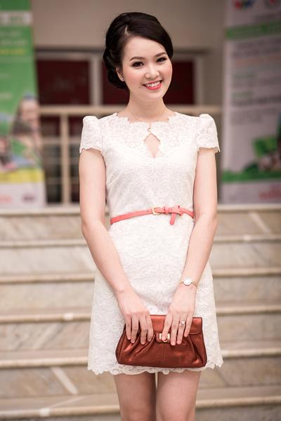 Đến dự sự kiện còn có Á hậu Việt Nam 2008 Thụy Vân. Thụy Vân mặn mà hơn kể từ sau sinh con. Cô đã có con trai hơn 7 tháng tuổi.