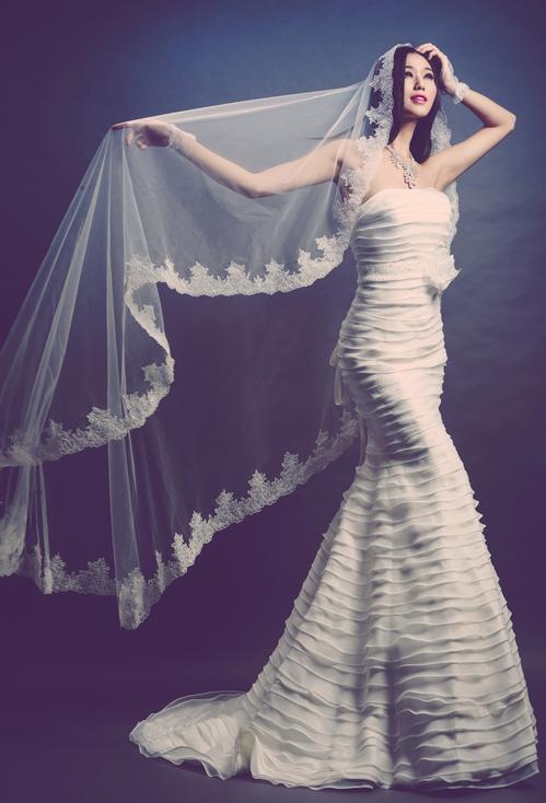 Những đường xếp ly ngang tạo cảm giác chuyển động cho chiếc váy.