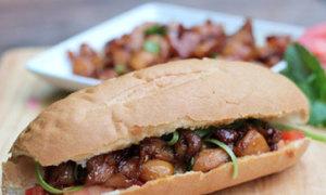 Bánh mỳ kẹp thịt gà sốt Teriyaki