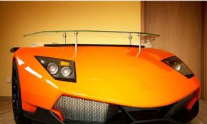 Bàn làm việc phong cách siêu xe giá 7.800 USD