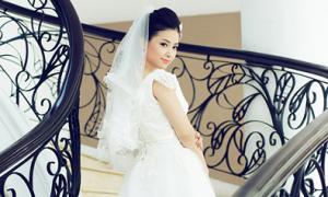 Dương Hoàng Yến rạng rỡ làm cô dâu