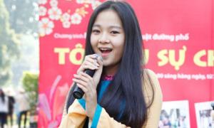 Tam Triều Dâng nhí nhảnh khoe giọng hát