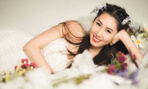Lê Huỳnh Thúy Ngân làm cô dâu gợi cảm