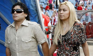 Bạn gái cũ xác nhận mang thai với Maradona