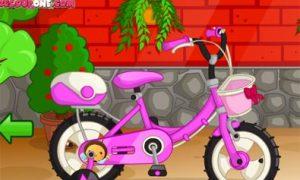 Rửa xe đạp cho bé