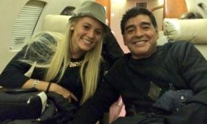 Vợ chưa cưới ra yêu sách với Maradona