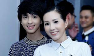 Hoa hậu Thu Hoài lần đầu cho con trai xuất hiện