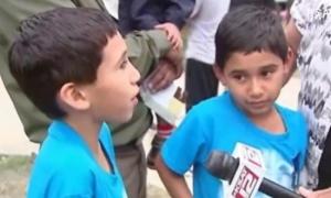 Cặp sinh đôi 7 tuổi đánh bại kẻ bắt cóc