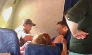 Sản phụ sinh đôi trên máy bay