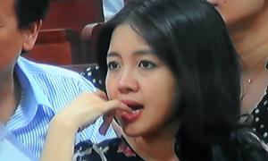 Vợ bầu Kiên trẻ trung tại phiên xử chồng