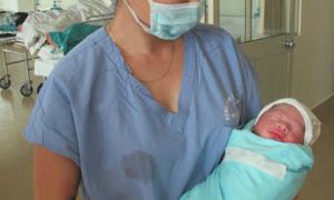 Vợ chiến sĩ Mi 171 gặp nạn đã sinh sớm