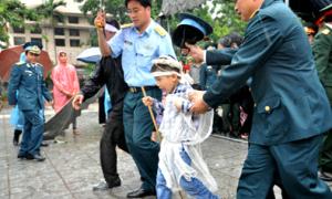 Hà Nội mưa lớn trong thời khắc tiễn các chiến sĩ tử nạn