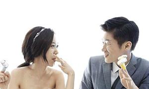 Park Ji Sung mang sân bóng lên bộ ảnh cưới độc đáo