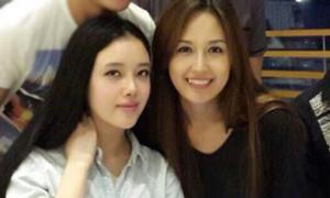 Mai Phương Thúy và em gái giản dị dự sinh nhật