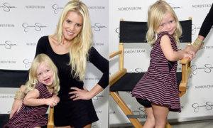 Con gái Jessica Simpson nổi bật hơn mẹ tại show thời trang